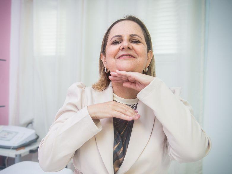 Automassagem facial: quais os benefícios e como fazer
