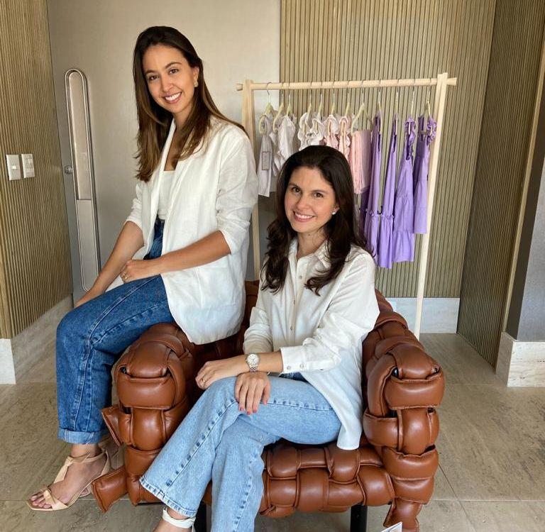 As irmãs Fernanda e Amanda Fernandes se uniram para criar a Olívia Roupa de Criança (Foto: Arquivo pessoal)
