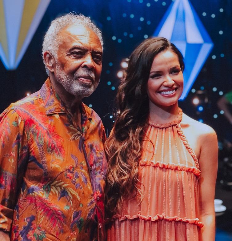 Gilberto Gil e Juliette se emocionam ao cantarem juntos em live