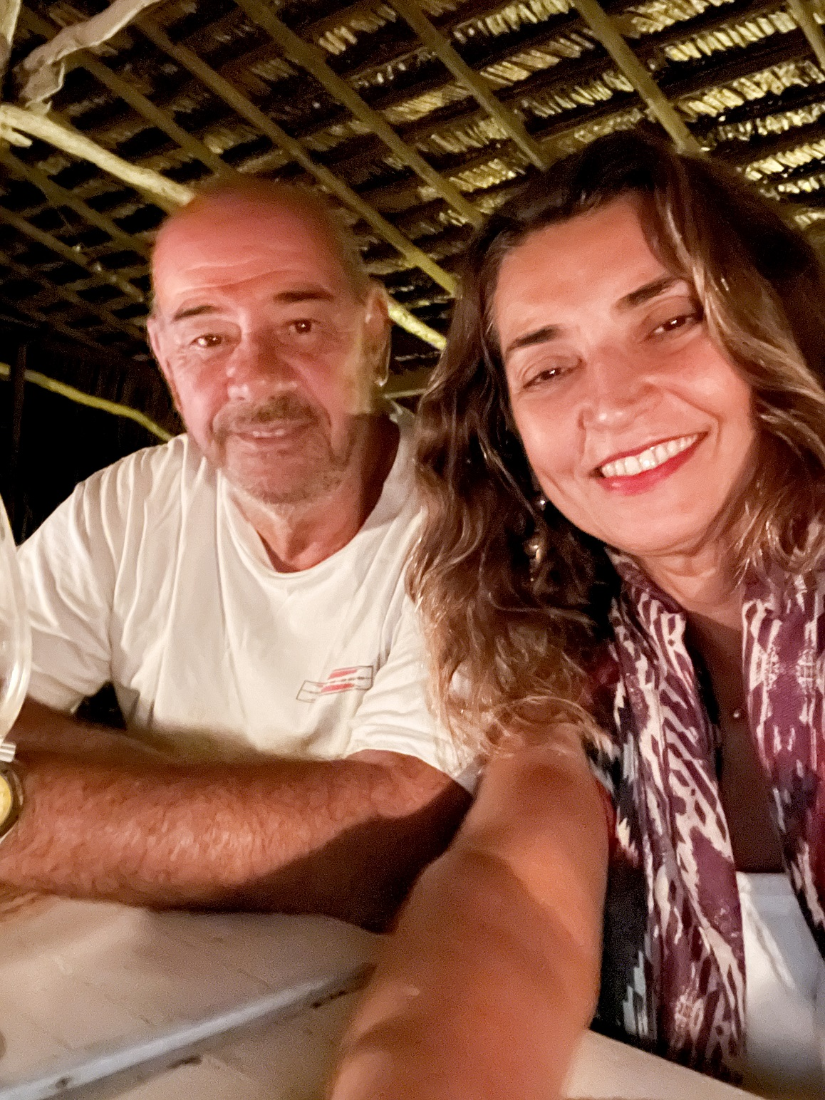 Márcia Travessoni revela detalhes de jantar romântico na praia