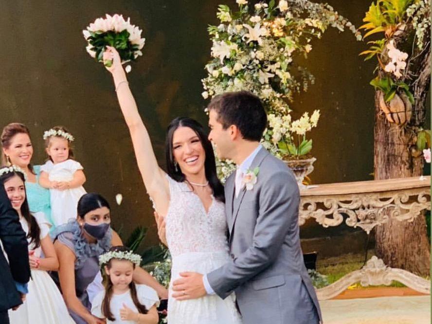 Lizandra Fujita e Mateus Frota casam em cerimônia intimista