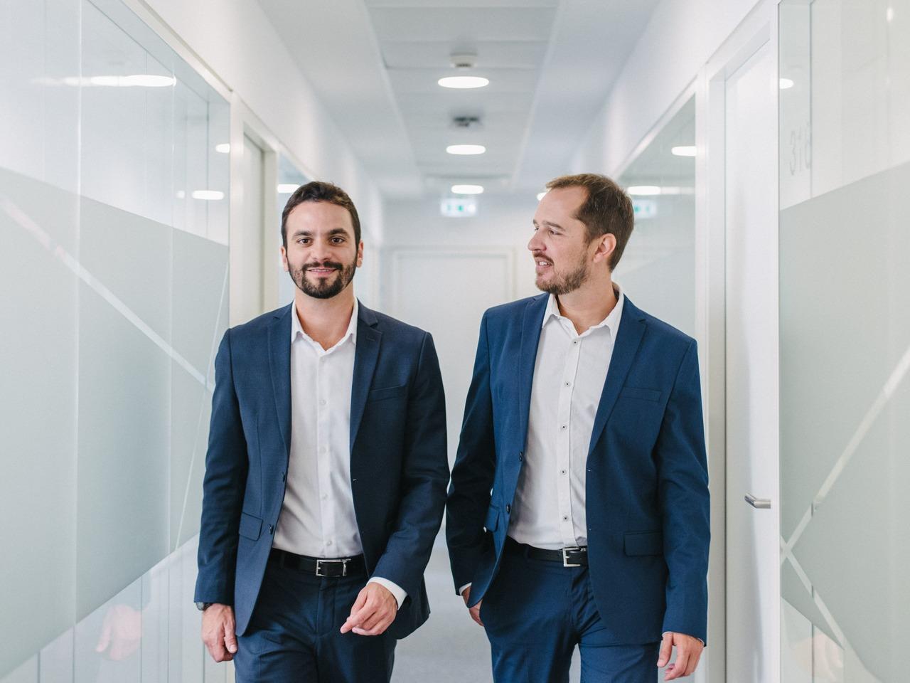 Renato Martins e Thiago Huver são sócios da consultoria Martins Castro, especializada em obtenção de cidadania portuguesa via sefardita. (Foto: Arquivo pessoal)