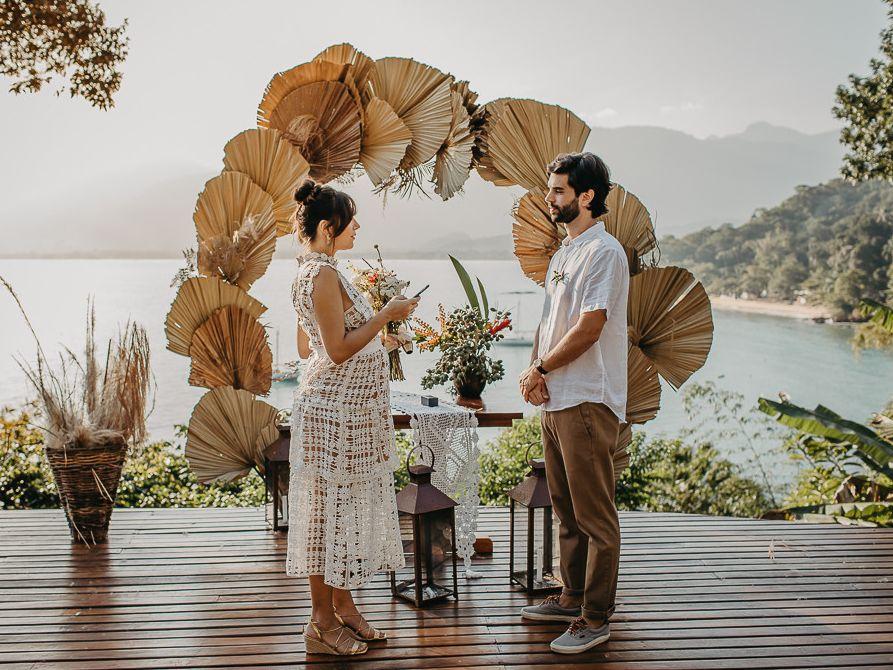 Mila Menezes e Leonardo Pereira 'fogem' para casar no litoral de SP