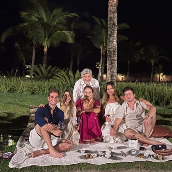Patrícia, Amarílio, Ravi, Bruna, Omar e Fernanda em hotel de luxo na praia do Preá (Foto: Arquivo pessoal)