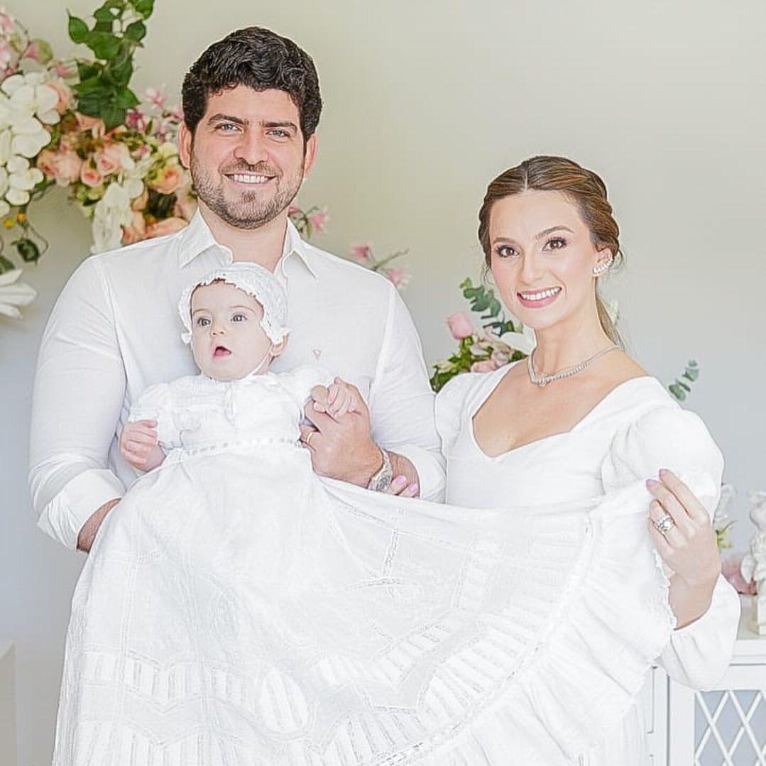 Laime Paz e Lucas Câmara batizam Alice