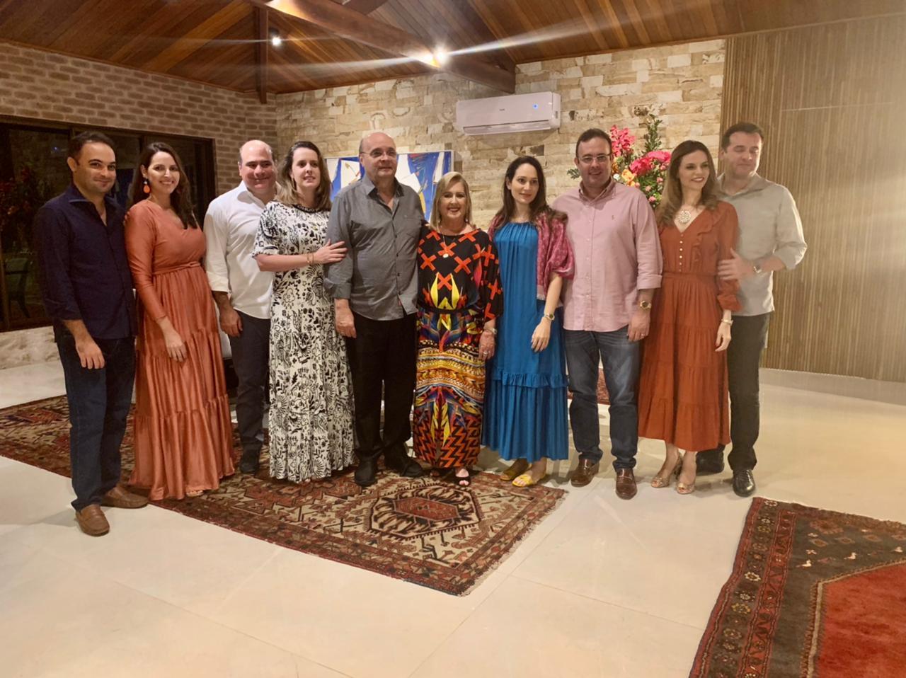 Família reunida para celebrar a vida da querida Teresa Gurgel. (Foto: Divulgação)
