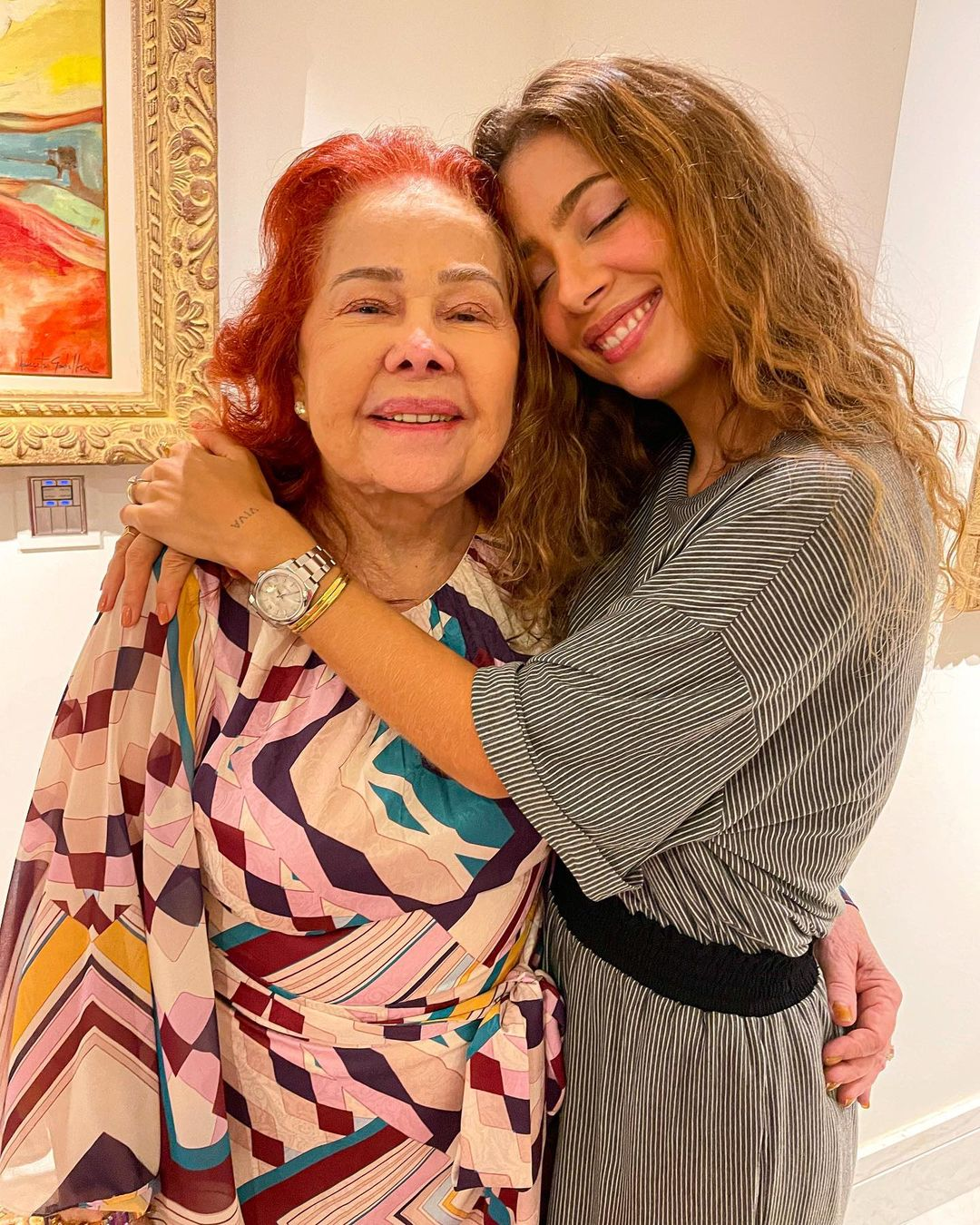 Ítala Ventura comemora aniversário e recebe homenagem da neta