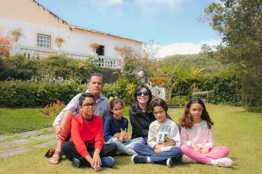 Sâmia Ferreira reúne família durante férias em casa centenária