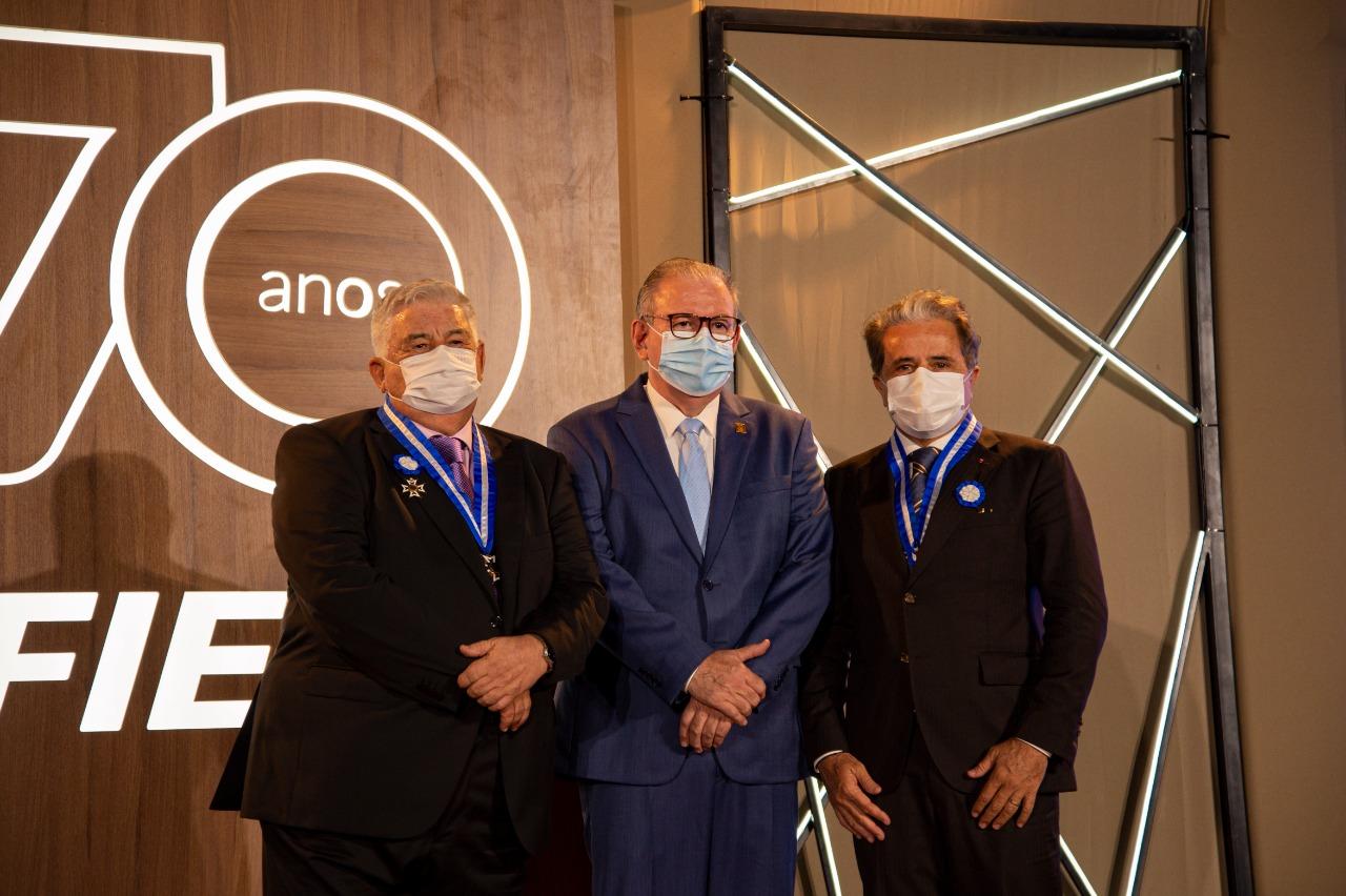 Empresários Ivan Bezerra Filho e Luiz Prata Girão recebem Medalha do Mérito Industrial