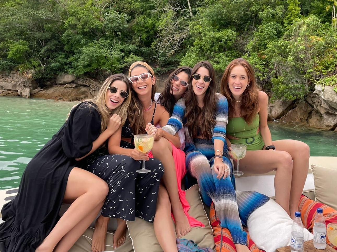 Lívia Aguiar e amigas viajam para Paraty