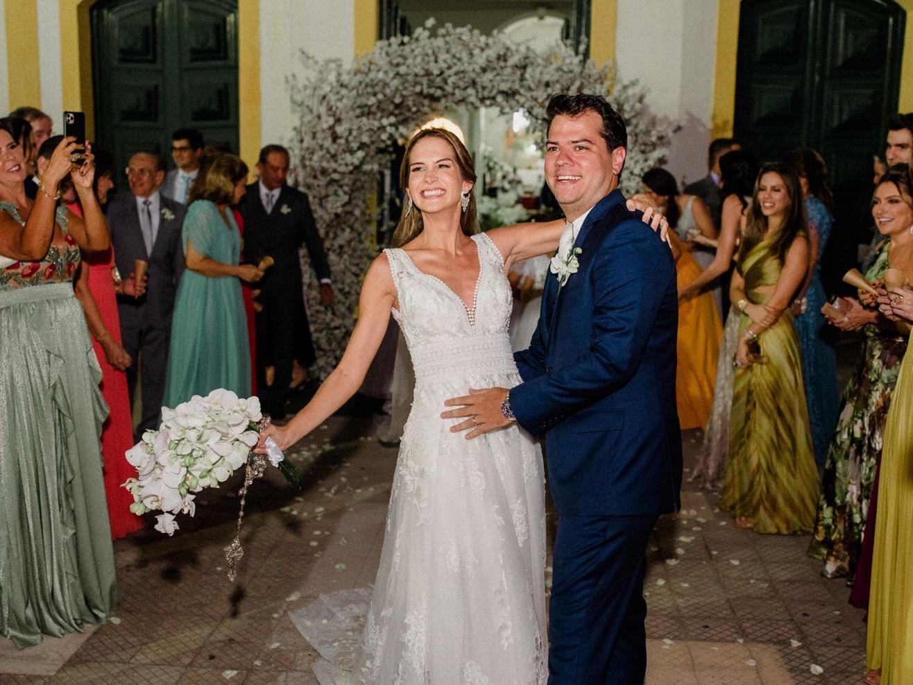 Marina Brasil e Ronaldo Aguiar casam o religioso no Engenhoca Parque