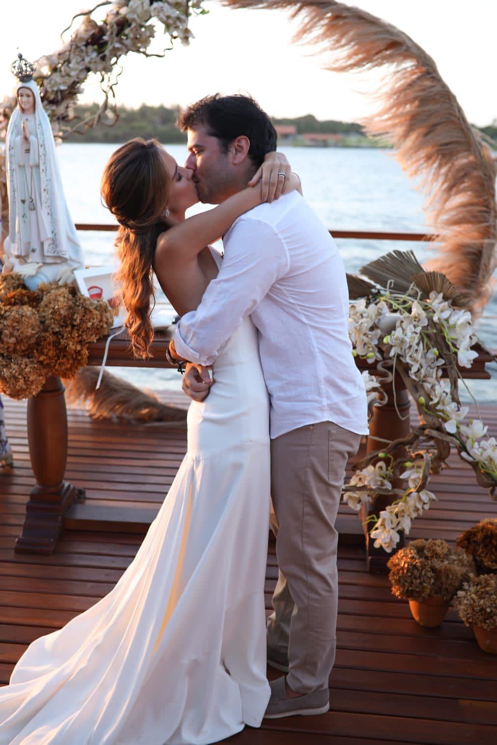 Marina Brasil e Ronaldo Aguiar selaram a união na Lagoa do Uruaú (Foto: Arquivo pessoal)