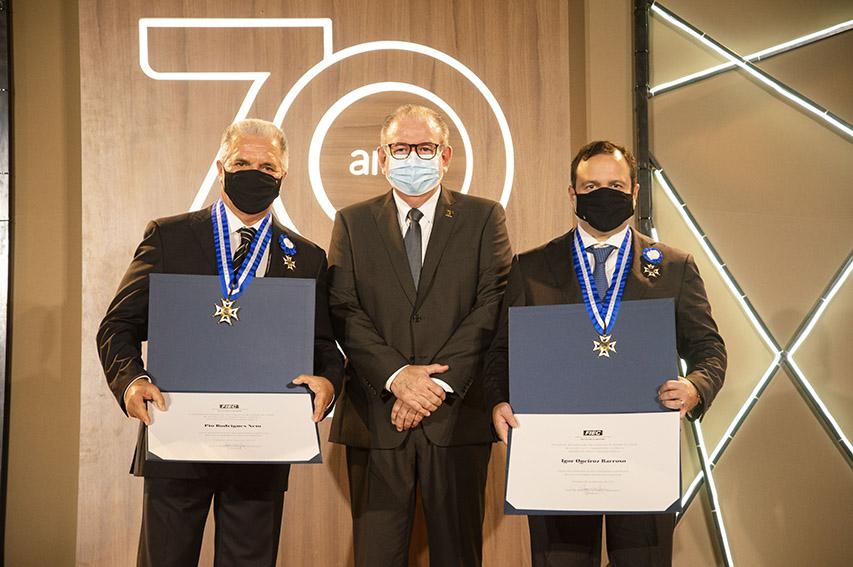 Igor Queiroz Barroso e Pio Rodrigues Neto recebem Medalha do Mérito Industrial; veja fotos
