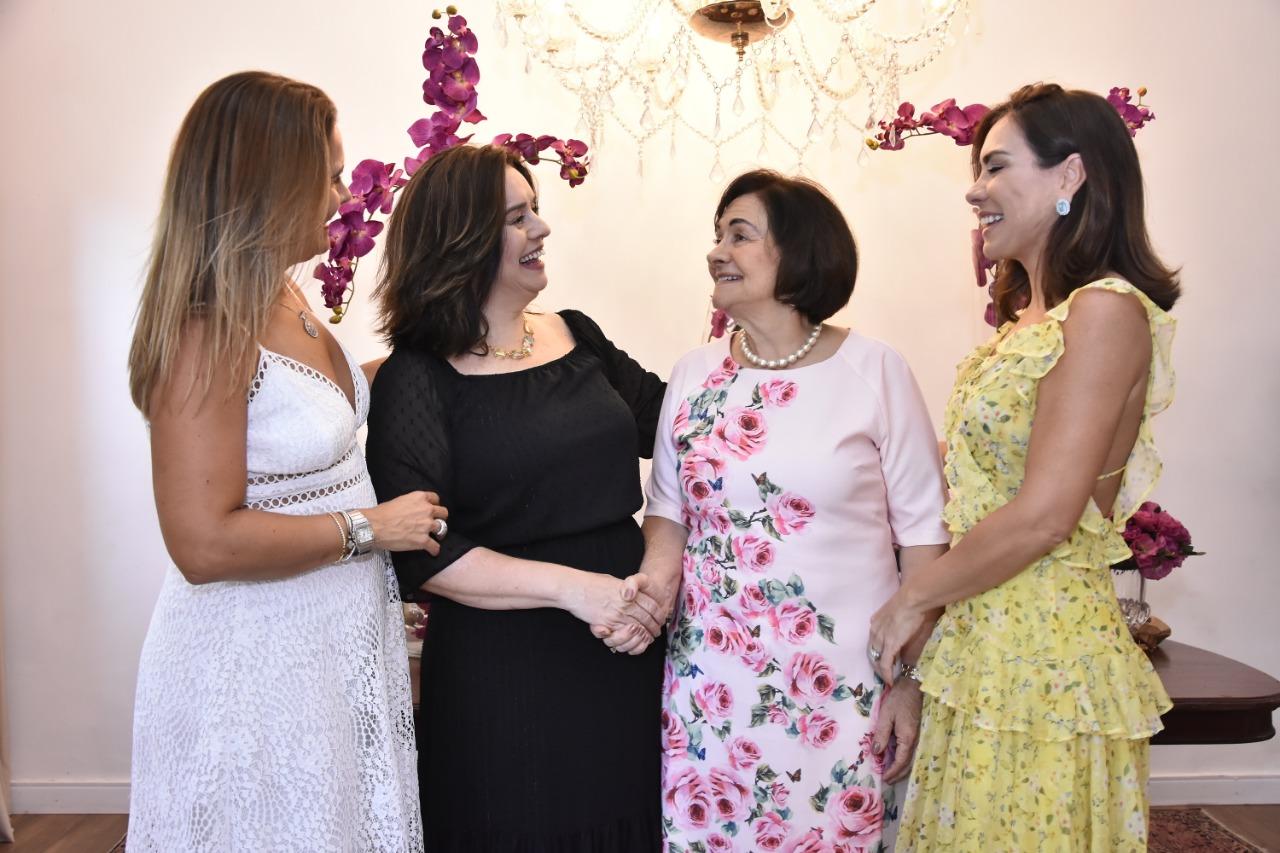 Bárbara Freire celebra nova idade ao lado de amigos e familiares