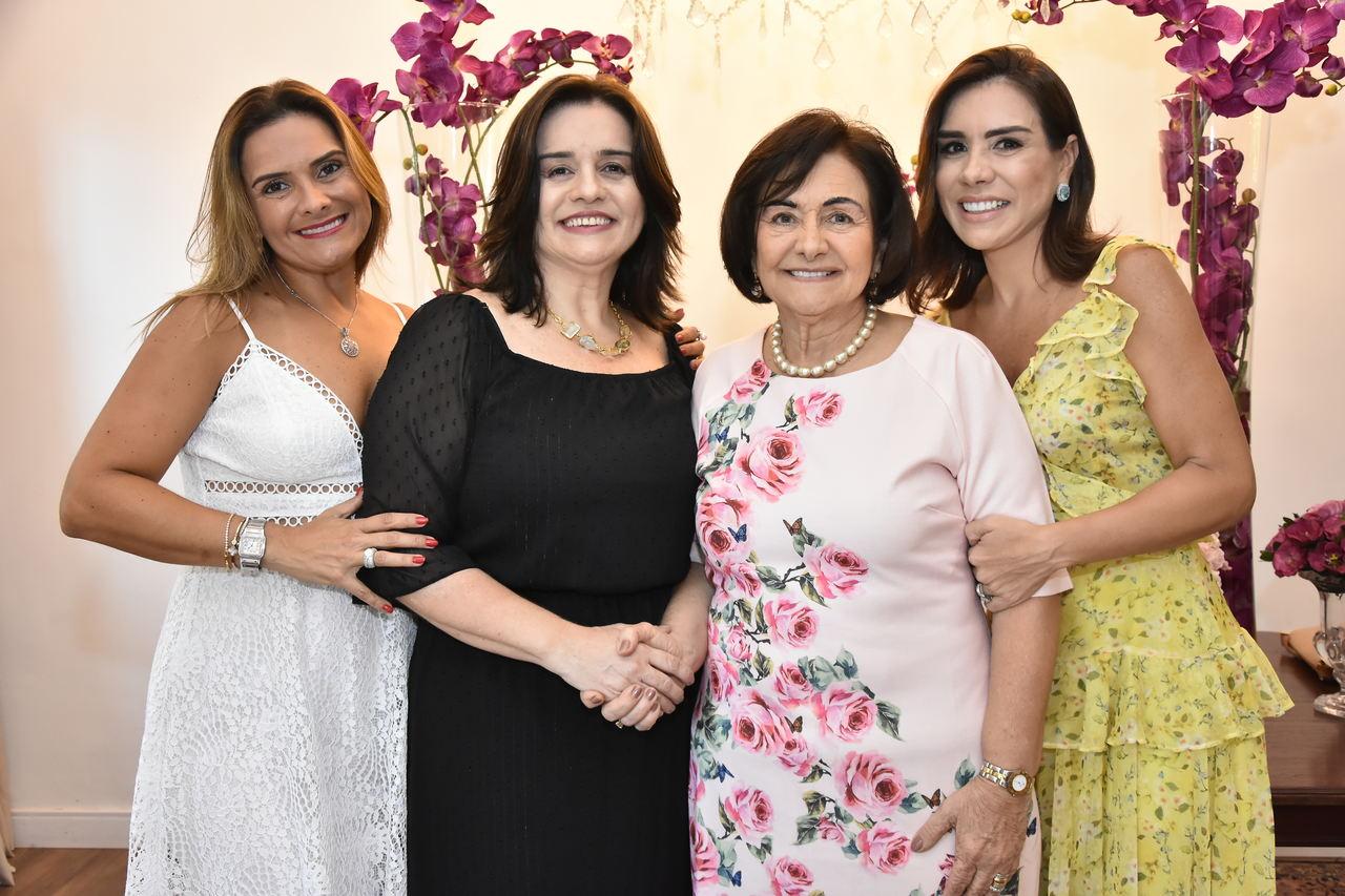 Veja as fotos do aniversário de Bárbara Freire no Barbra's Gastronomia